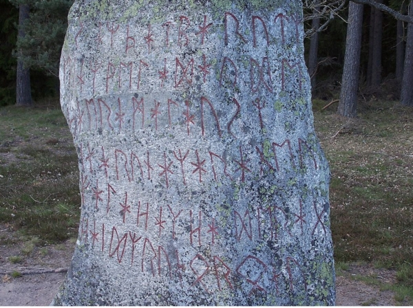 スウェーデン南部に残された6・7世紀頃の石碑 ルーン文字