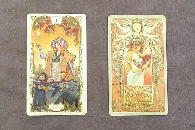 ミュシャ・タロットカードの魔術師と裏面のデザイン