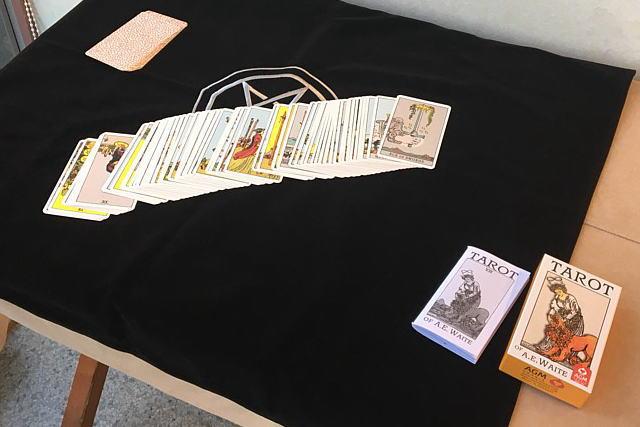 人気のウェイト版タロットカード