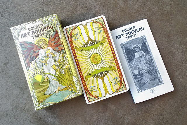 ゴールデン・アールヌーボー・タロットカードの特徴を写真付きで紹介