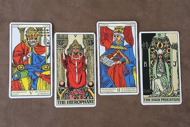 マルセイユ版とウェイト版の教皇と女教皇のカード